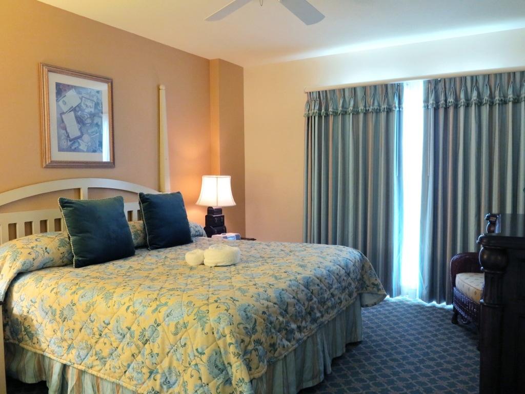 A Look At A One Bedroom Villa At Disney S Boardwalk Villas