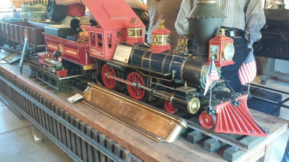 D3 model train