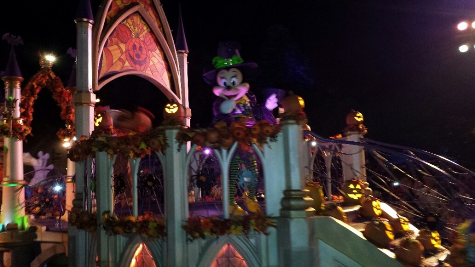 D4 hal parade mickey