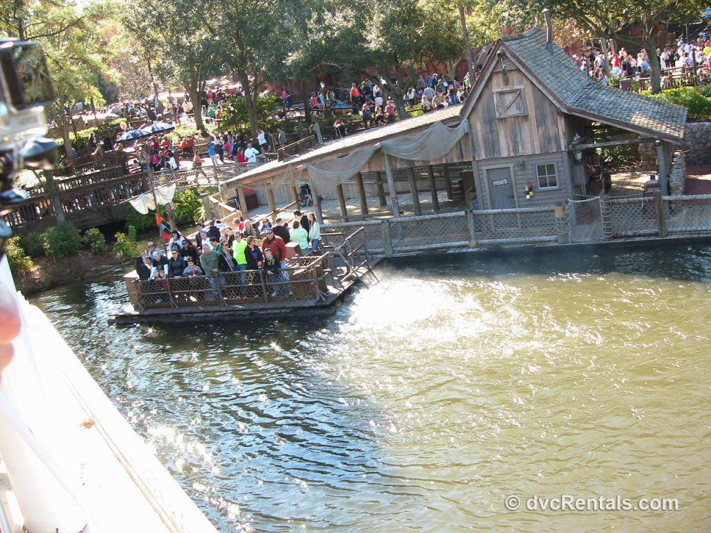 Tom-Sawyer-Island-Raft