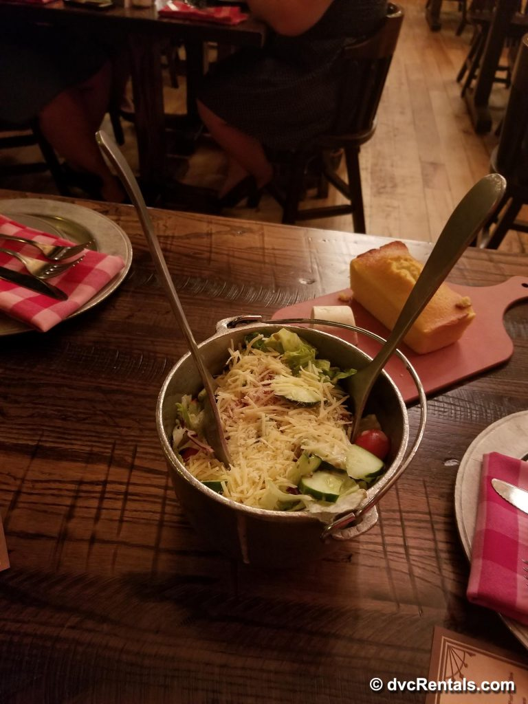 Hoop-Dee-Doo Musical Revue 3-course meal