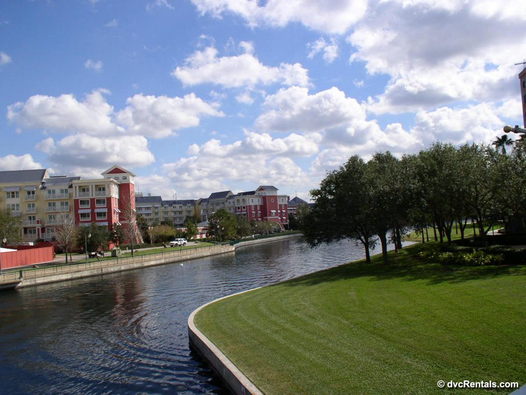 Walking Path to Disney Hollywood studios