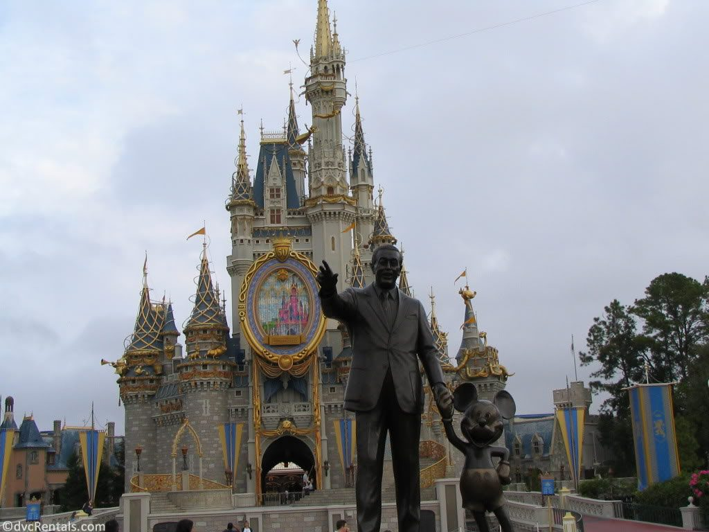 Partners Statue with Cinderella Castle in the background