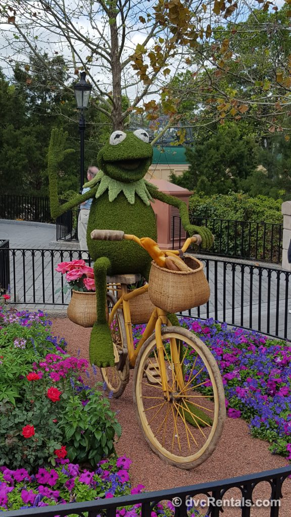 Kermit topiary at Epcot's International Flower and Garden Festival 2019