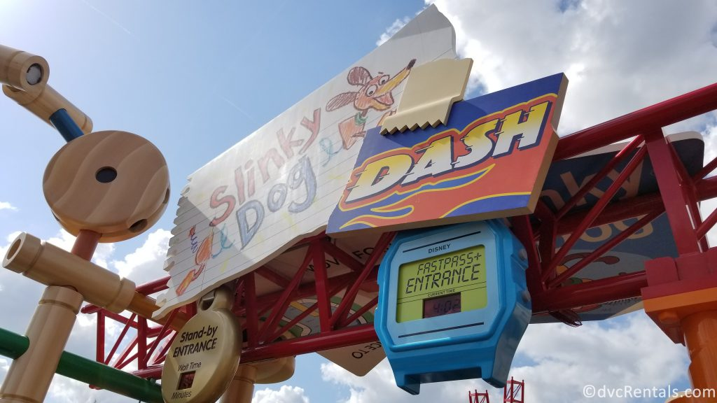 Fast Pass sign for Slinky Dog Dash Coaster
