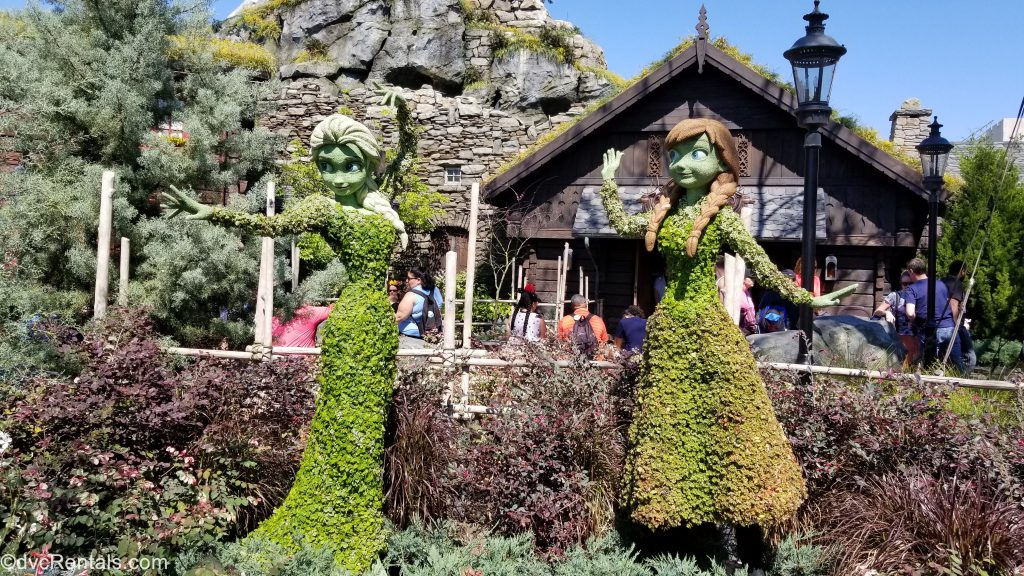 Anna and Elsa topiaries
