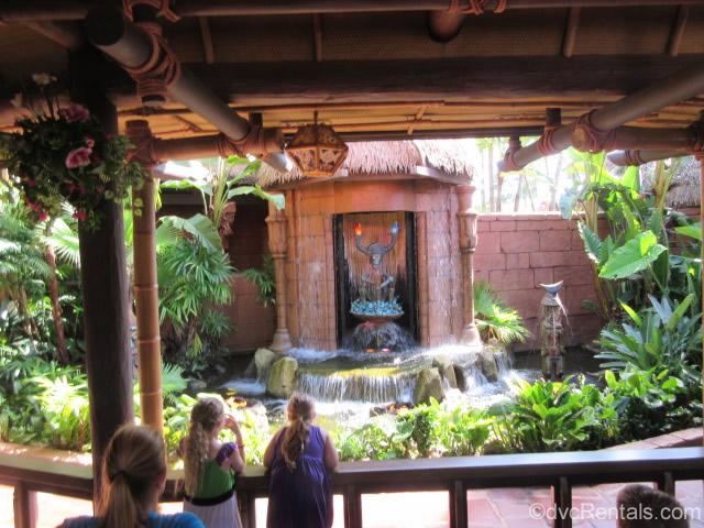 preshow of singing birds at the Enchanted Tiki Room
