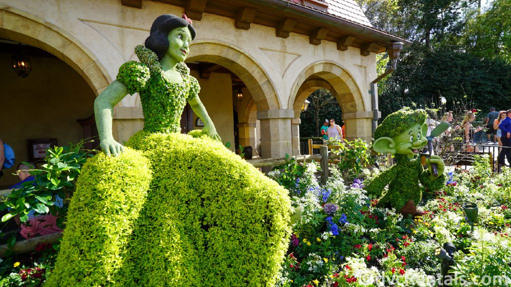Snow White and dwarfs' Topiary at the Epcot International Flower and Garden Festival