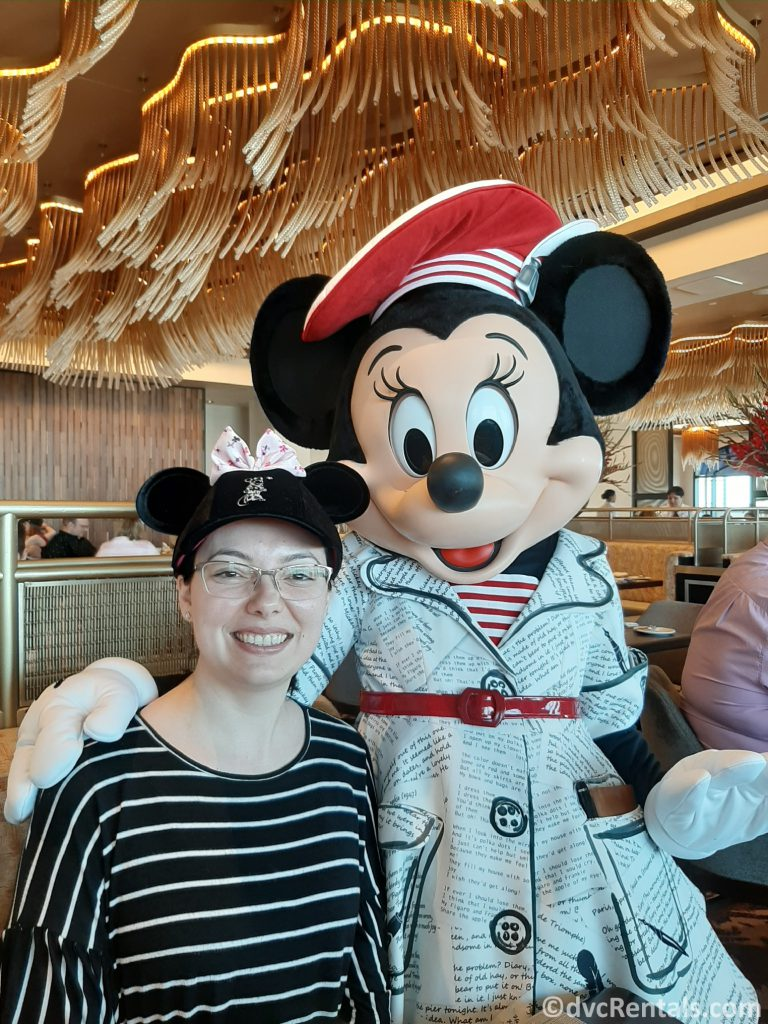 Team Member Deandra with Minnie Mouse