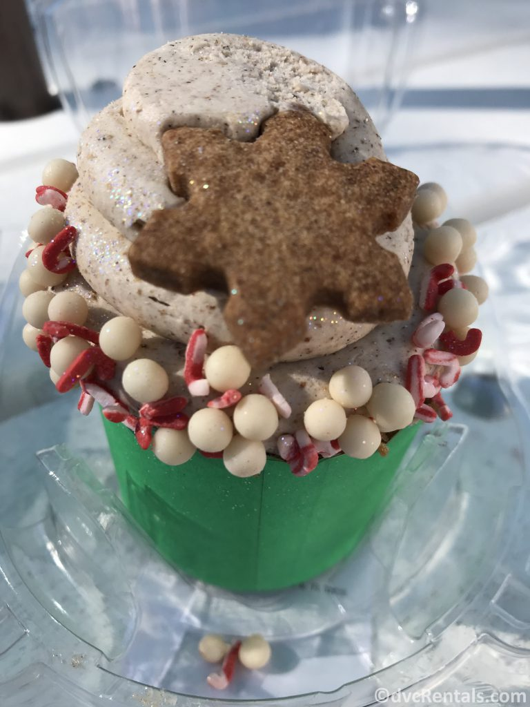 Christmas themed cupcake at WDW