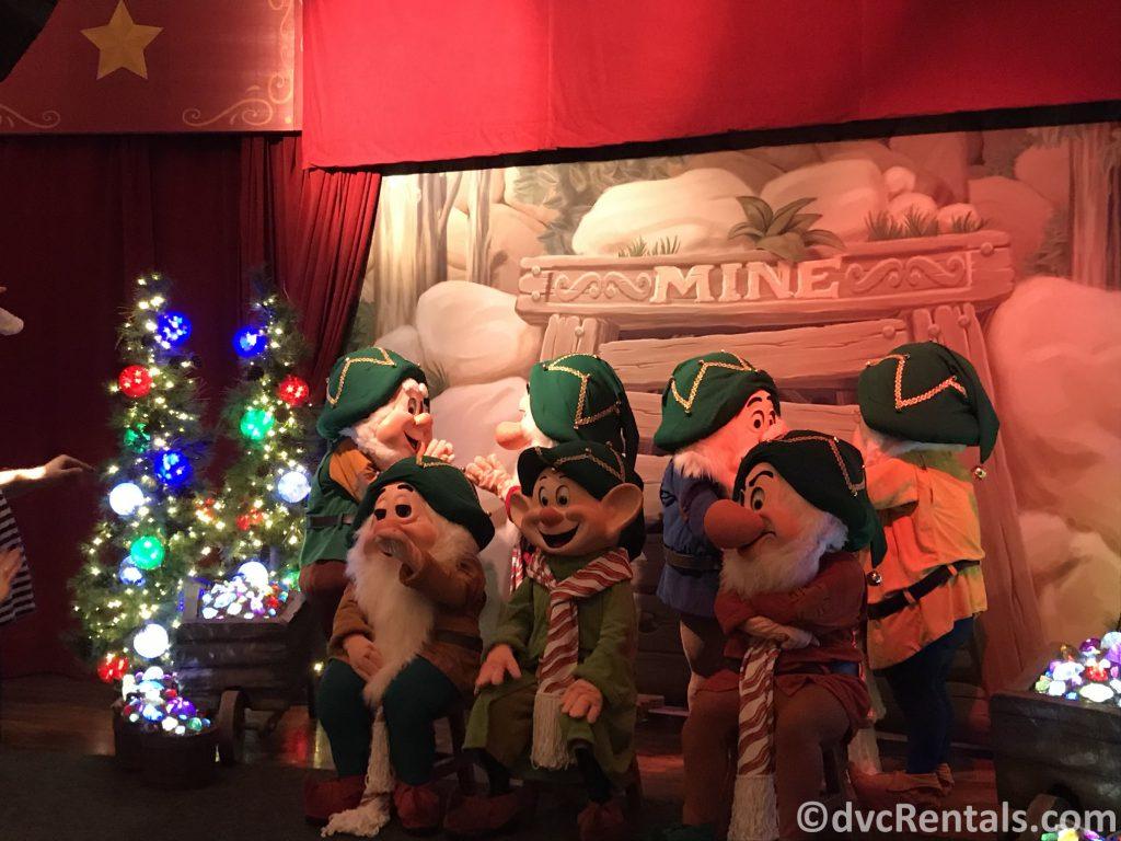 7 Dwarfs dressed in holiday attire