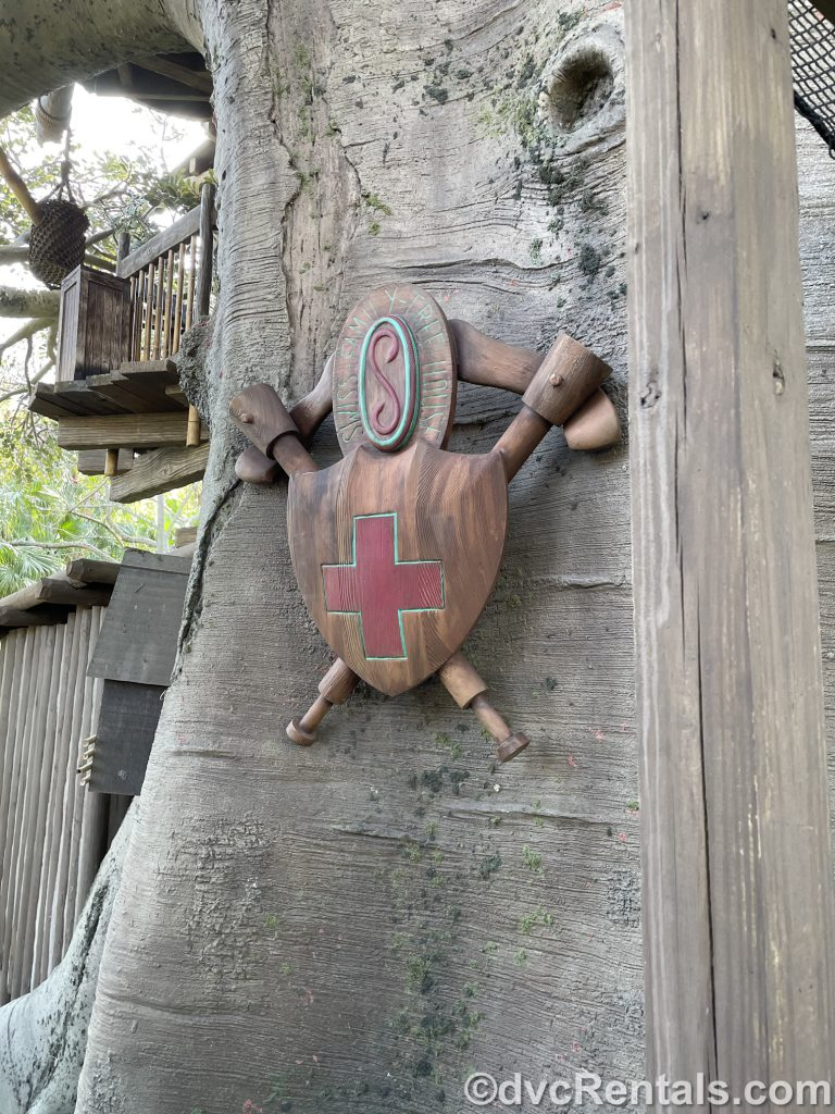 Family crest at the Swiss Family Treehouse