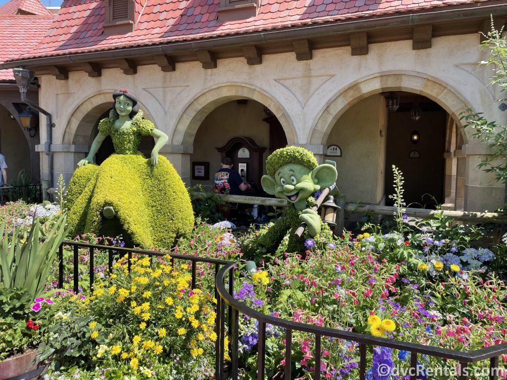 Snow White and Dopey topiaries at the Taste of Epcot International Flower & Garden Festival